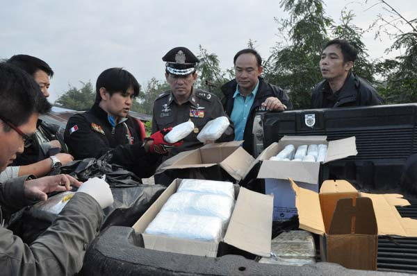 Chiang Rai Poilce Arrest 3 Men and 1 Teen with 500,000 Methamphetamine or Yaba Pills
