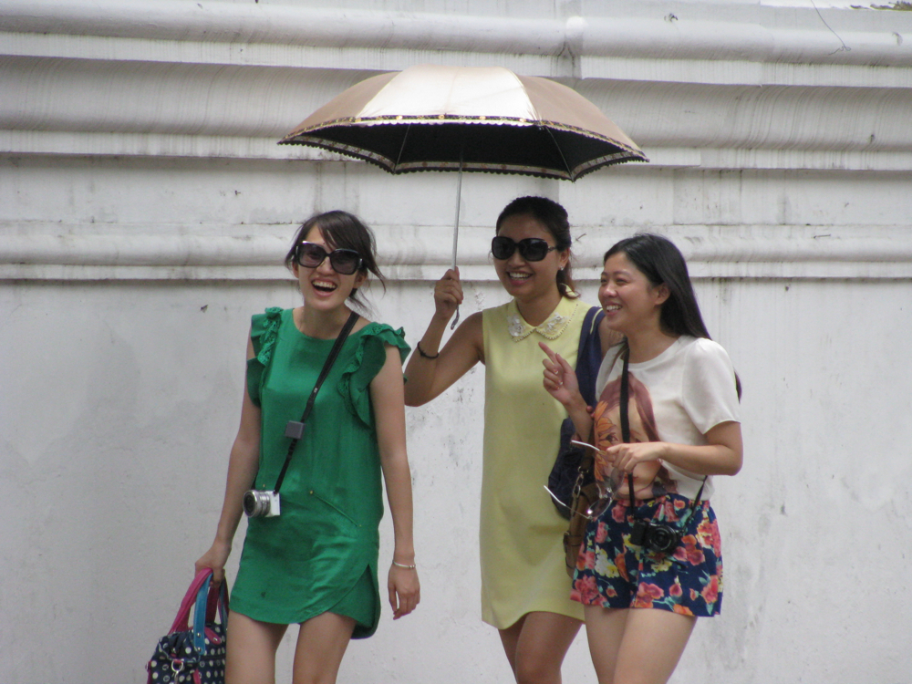 Cute-Chinese-tourist-girls-in-Thailand
