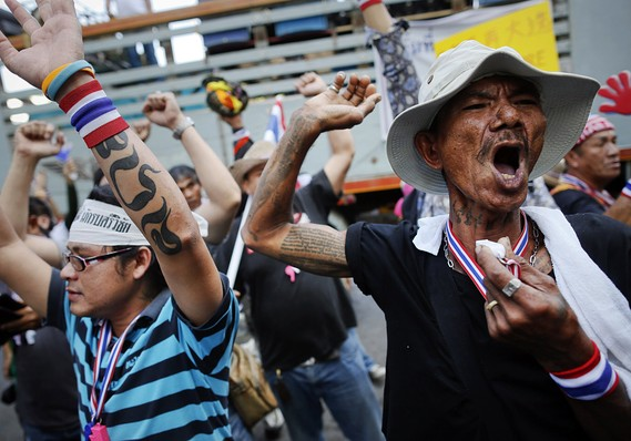 Anti-government protesters shout as they block a road near the labor ministry in Bangkok January 13, 2014
