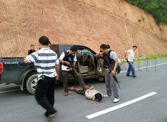Police intercepted the pickup truck at the Mae Fa Luang University intersection but could arrest only the driver. Other men in the pickup truck managed to run away through the crowd of people