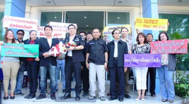 Pattaya Tour Guide Club president, Krittidet Suttichotipunya (3rd left, with flowers), along with a group of tour guides, file a complaint with DSI Deputy Director-General Phermphun Phungprasit (4th left), and DSI Eastern Operation Center Director Prawit Chaibuadaeng (5th left), regarding illegal foreign tour guides. - See more at: http://www.pattayamail.com/localnews/thai-tour-guides-claim-foreigner-stealing-their-jobs-ruining-country-33619?ref=pmci#sthash.gOAkNeTt.dpuf