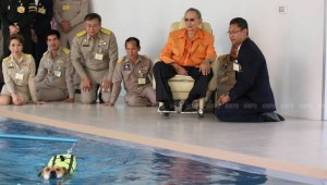 During the visit, the King toured inside the center, observing its activities such as physical rehabilitation to treat canine Osteoarthritis through exercise and water therapy