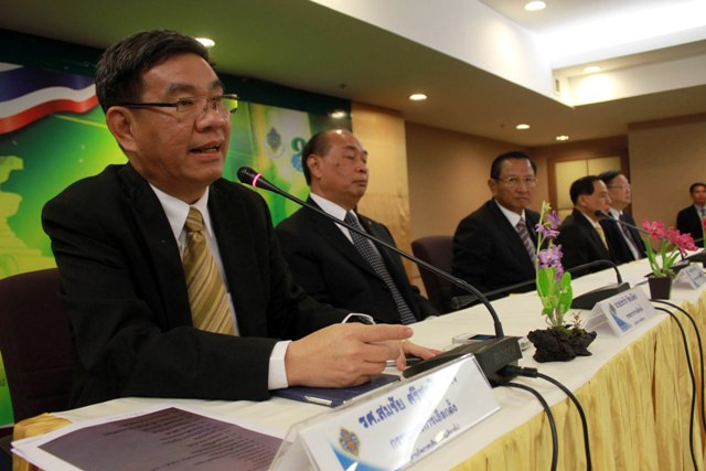 EC commissioner Somchai Srisuthiyakorn said Friday that new voting would be held in seven provinces, including Rayong, Yala, Narathiwat, Pattani, Satun, Phetchaburi, and Prachuap, where polling stations were blocked by protesters on Feb. 2.
