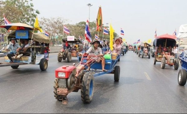 Thai Farmers Call off Airport Tractor Protest