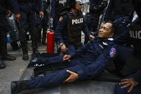 Policeman injured as protesters attacked