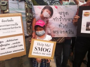 People in Chiang Mai rally on March 18, demanding authorities to tackle haze problems