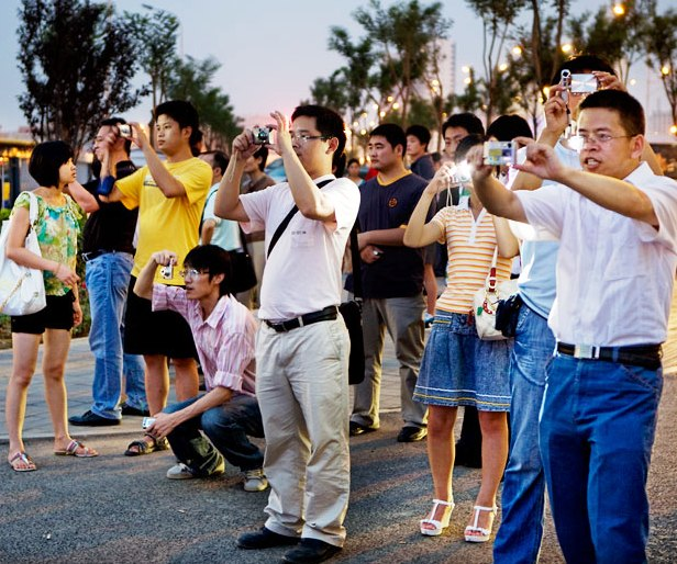 Camera Happy Chinese tourists in Chiang Rai