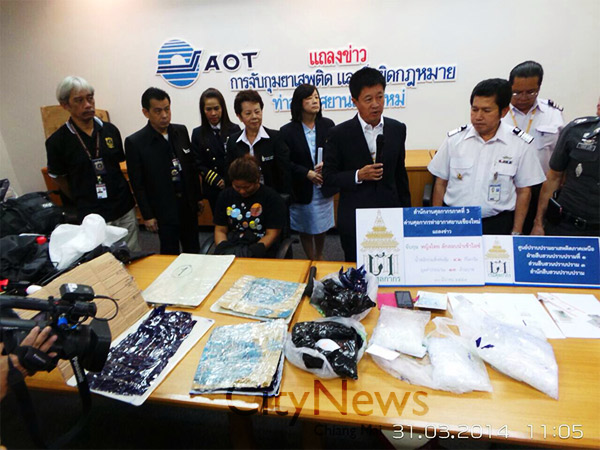 Chiang Mai Airport, an officer declared the arrest of  Miss Siriporn Seroomchon, (27), of Chachoensao province who was caught smuggling 4.230 kilograms worth of ice - Photo Daily News