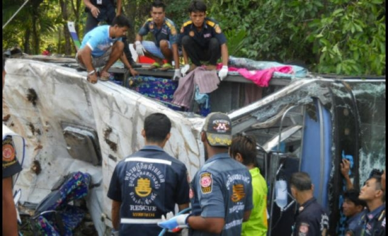 Thirty-eight people were hurt when a coach skidded and landed on its side on the shoulder of a road in Kaeng Khoi, Saraburi province