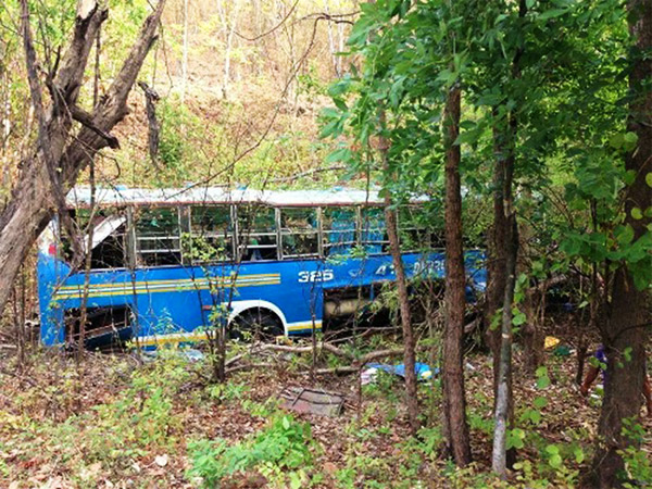 One Dead, 20 Injured as Another Bus Overturns on Doi Ruak, Tak – Mae Sod Route