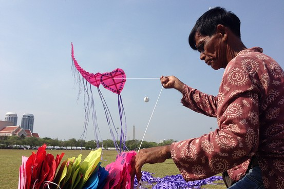 A kite flying expert releases a stacked kite at a kite flying festival in Bangkok aimed at reviving interest in the famed Thai pastime.     Wilawan Watcharasaket