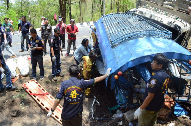 15 Killed When Truck Collides with Bus in Tak, Thailand