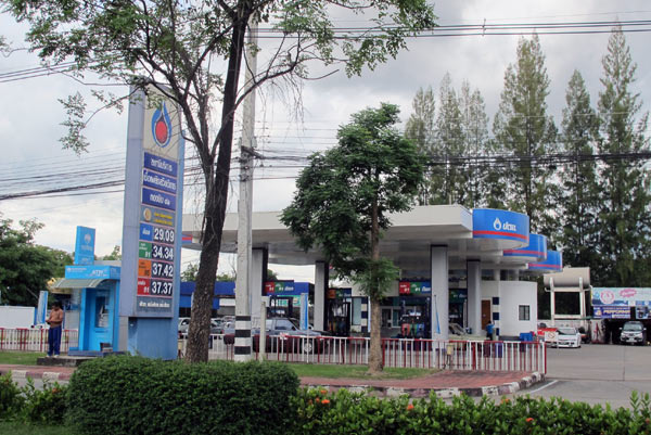 41.43 baht for gasohol 95, 38.98 baht for gasohol 91, 36.48 baht for gasohol E20, 24.88 for gasohol E85. The price of diesel remains at 29.99 baht a litre.