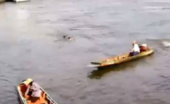 Local boats ignore teens and leave them to drown in Chao Phraya
