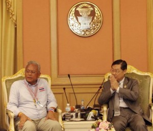 People's Democratic Reform Committee secretary-general Suthep Thaugsuban, left, received a gracious welcome from acting Senate Speaker Surachai Liangboonlertchai Monday. Please credit and share this article with others using this link:http://www.bangkokpost.com/news/politics/409466/suthep-pdrc-burst-into-parliament. View our policies at http://goo.gl/9HgTd and http://goo.gl/ou6Ip. © Post Publishing PCL. All rights reserved.