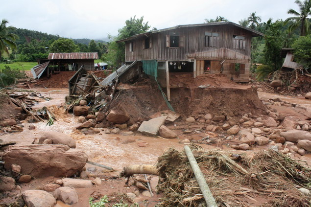 Sombun Kosittanont, has warned people in Chiang Rai of landslides and flash floods in the hillside areas and Mae Lao River banks File Photo