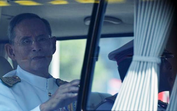Thai King Bhumibol Adulyadej travels in a motorcade to mark the 64th anniversary of his coronation in Hua Hin Read more: http://digitaljournal.com/image/187970#ixzz30qnbcbpc
