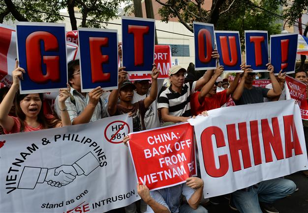 Chinese Flood in Cambodia Folowing Deadly Riots in Vietnam