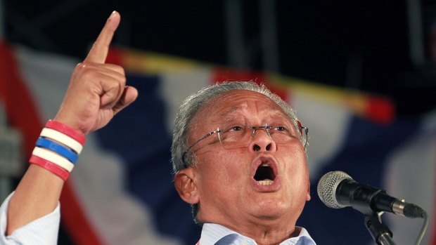 """Suthep Promises Yet Another """"One Last Fight"""" to Overthrow the Government"""