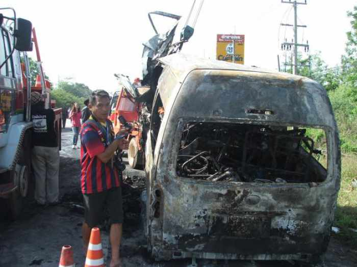 12 Vietnamese Students Burned to Dead after Mini Bus hits Truck in Chaiyaphum Thailand