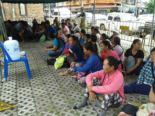 Illegal workers detained in Chiang Mai before being released. (Photo by Cheewin Sattha) Please credit and share this article with others using this link:http://www.bangkokpost.com/most-recent/415649/chiang-mai-raids-on-migrant-workers. View our policies at http://goo.gl/9HgTd and http://goo.gl/ou6Ip. © Post Publishing PCL. All rights reserved.