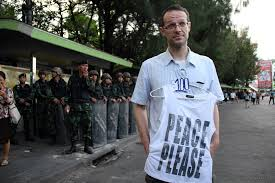 """Belgian Man arrested for buying T-shirt stating """"Peace Please"""""""