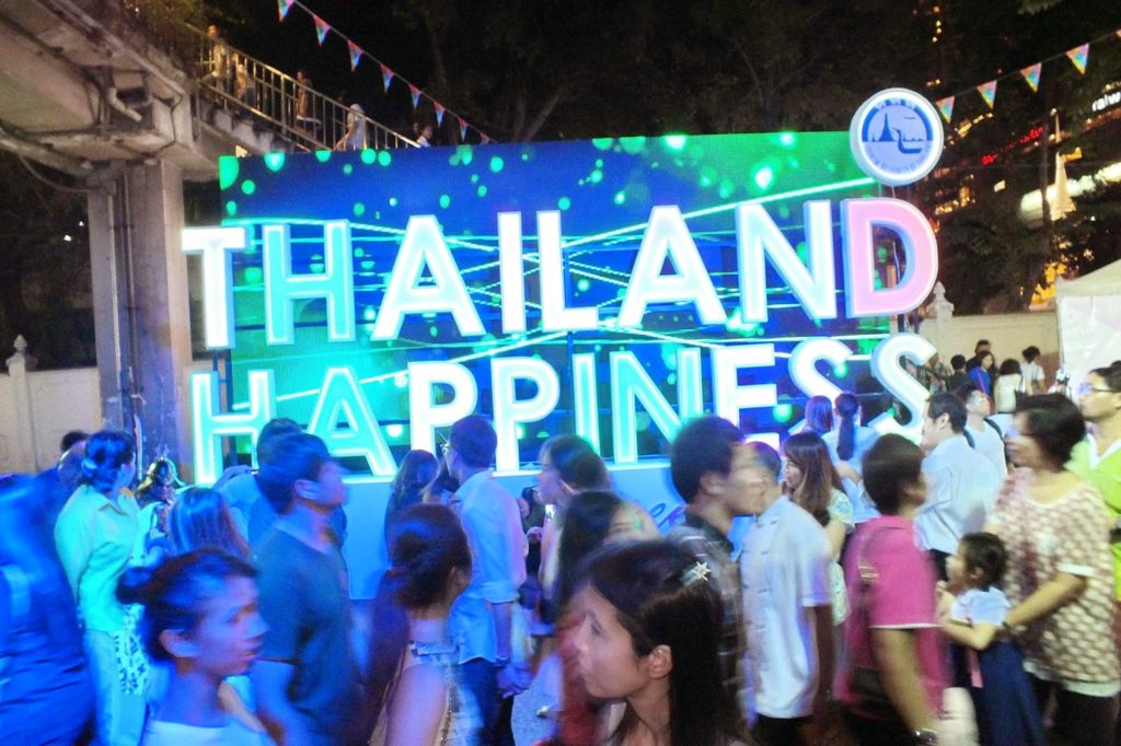 the Happiness Street Festival was opened by Admiral Narong Pipatanasai, Commander-in-Chief at the Royal Thai Navy and present also was the Deputy Chief of the NCPO in charge of overseeing tourism affairs