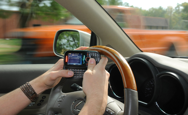 Motorists in Thailand Now Prohibited from Using Cell Phones While Driving