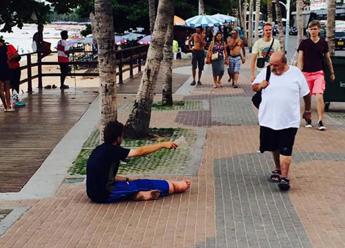 During his trip to Pattaya, many pictures of Holse were taken and uploaded onto social media