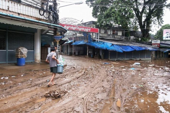 Chiang Rai's Mae Sai Market Cleans up after Severe Flooding