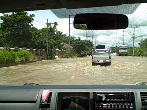 Parts of Phahonyothin road between Mueang and Mae Chan districts has been heavily submerged by high and strong floods