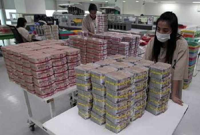 Thailand's Government Stimulus Seen Insufficient to Aid Growth This Year