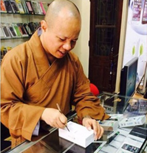 Monk Faces Penalty for Facebook iPhone 6 Photo's