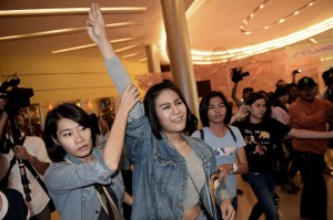 Natcha Kong-udom, a first year student at Bangkok University, was arrested by police after she began flashing the three-finger salute in Siam Paragon's cinema