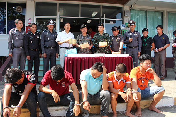 6 Young Men in Chiang Rai Arrested for Drug Smuggling , One for Bribery of 990,000 Baht