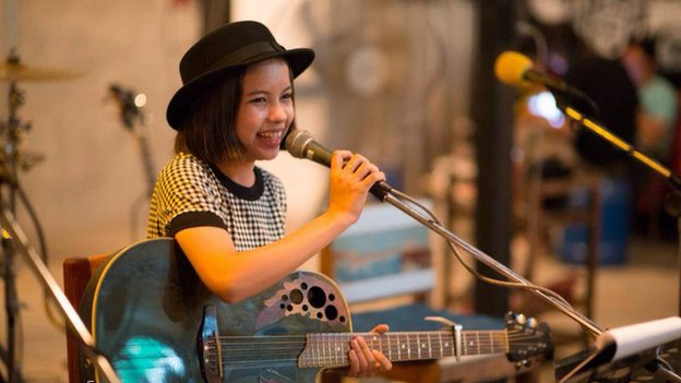 13-year-Old Ethnic Karen Girl Entertains Thailand with her Songs