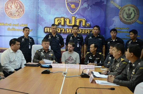 Thai border police had executed an Interpol arrest warrant similar to the one issued against Peter Sunde before his arrest in Sweden. According to Thai authorities, Neij and his wife had crossed the border an estimated 27 times before finally being caught