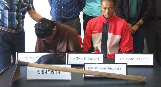 Thanakorn Khusuwan and Surachet Sripolmuang at yesterday's press conference, with the hoe they used in the attack. - See more at: http://www.thephuketnews.com/koh-tao-murder-copycats%E2%80%99-in-brutal-attack-on-german-teacher-49706.php#sthash.3gdJ5dA4.dpuf