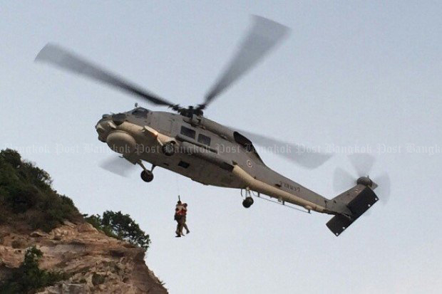 A navy emergency crew airlifted 37-year-old Greek climber Bouras Thedoras after he was stranded for three hours on a sheer cliff face on Koh larn near Pattaya on Tuesday.(Photo by Jerdsak Sangthongcharoen)