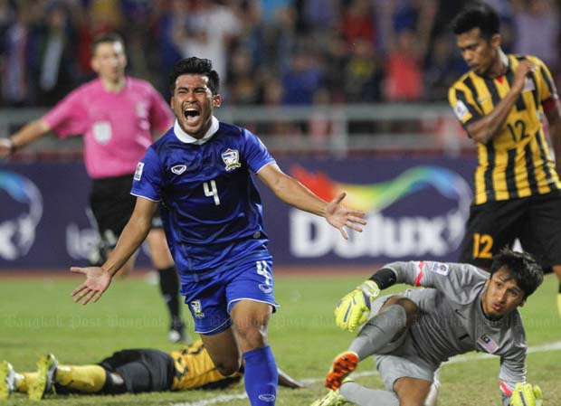 Number two for Thailand as Kroekrit Thaweekarn nets to give his team an imposing lead over Malaysia in the battle for Asean's top team at the Rajamangala Stadium on Wednesday night. The two sides meet in the second leg of the Suzuki Cup in Kuala Lumpur on Saturday. (Photo by Pattarapong Chatpattarasill)