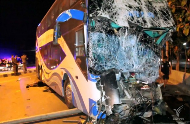 A tour bus driver died and 15 passengers injured when a Bangkok-Krabi inter provincial bus hit at the rear of a container truck on Phetkasem highway in Phetburi province