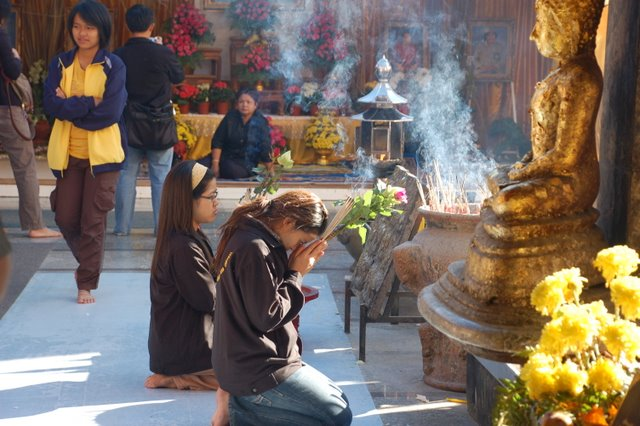 187 People in Chiang Rai Enter Monkhood in Honor King's Birthday