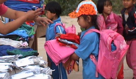 Winter Blankets and Clothing Donated in Phayao