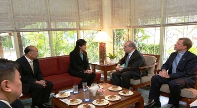 Former prime minister Yingluck Shinawatra and US Assistant Secretary of State for East Asia and Pacific Daniel Russel at the US Embassy.