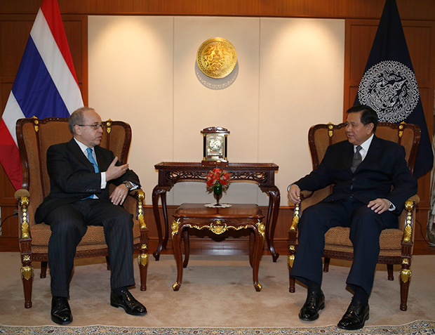 US Assistant secretary of state for east asian and pacific affairs Daniel Russel, left, talks woth Thai Deputy Prime Minister and Foreign Minister Tanasak Patimapragorn during their meeting at the Foreign Ministry in Bangkok, Monday