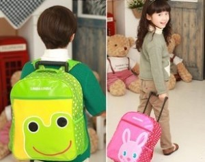 Parents should select backpack with wheels for their children