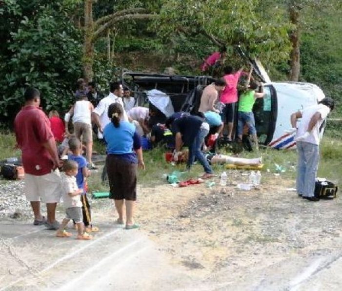 12 Tourists Injured in Koh Samui Bus Accident, Driver Flees Scene