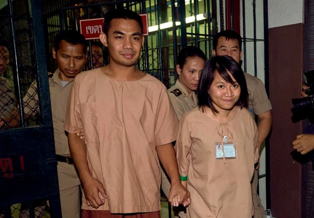 Patiwat Saraiyaem, 23, left, and Porntip Mankong, 26, arrive at the Criminal Court on Ratchadaphisek Road in Bangkok on Monday for sentencing on charges opf lese majeste for offending the monarchy in a university play two years ago.