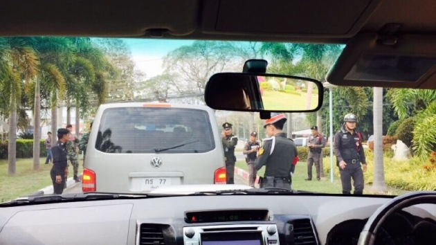 Yingluck Shinawatra's Vehicles Searched by Army in Chiang Mai