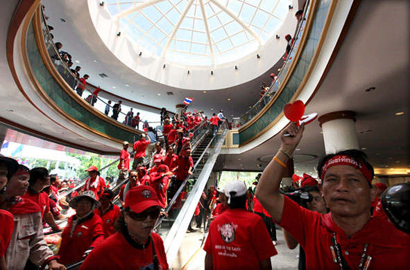 Thai Court Sentences 13 Red Shirts for Storming 2009 ASEAN Summit